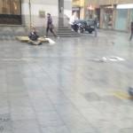 Tento šílenec hrál v dešti