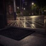 Venku prší na zápraží