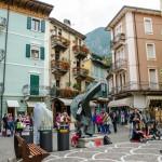 Pouliční umělci v Malcesine, Itálie