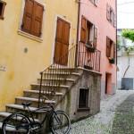 Ulička v Malcesine, Lago di Garda, Italy
