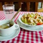 Forestův oběd: zeleninový salát s kuřecím masem
