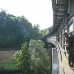 Taťka na železničním mostu