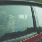 Forest se nudí v autě