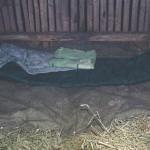 Naše spaní v krmelci na seně