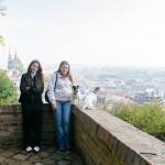 Klára a Gita u hradeb Špilberku