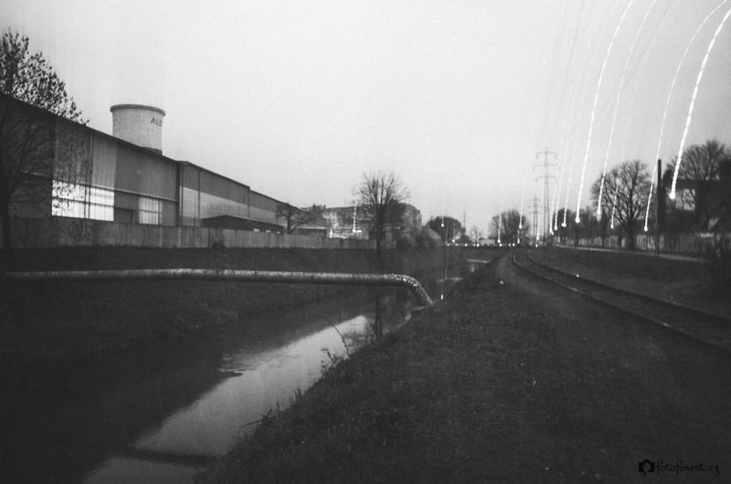 Cesta průmyslovou zónou podél Svitavy