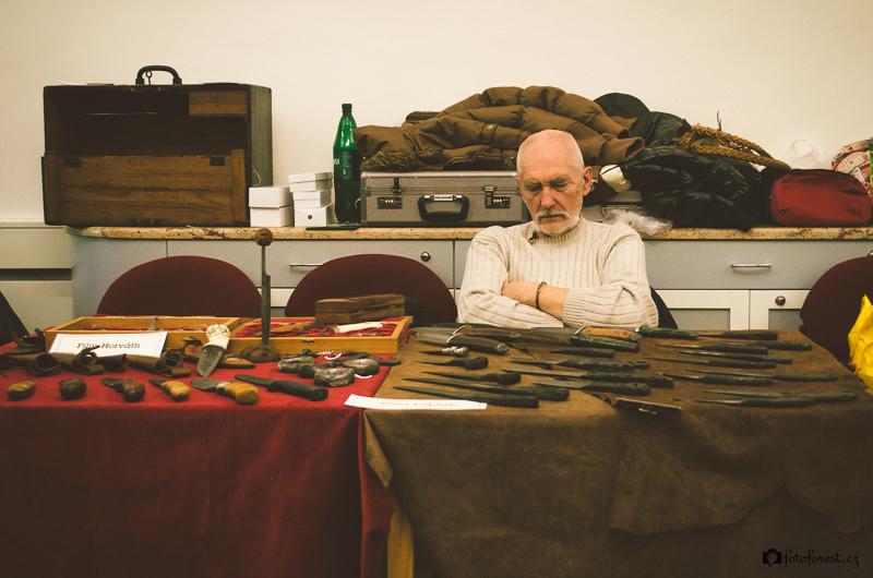 Unavený Jozef Lupták na mezinárodní výstavě Podzimní nože 2013