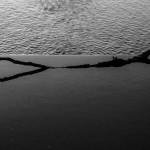 V řece