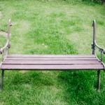 Polámaná lavička
