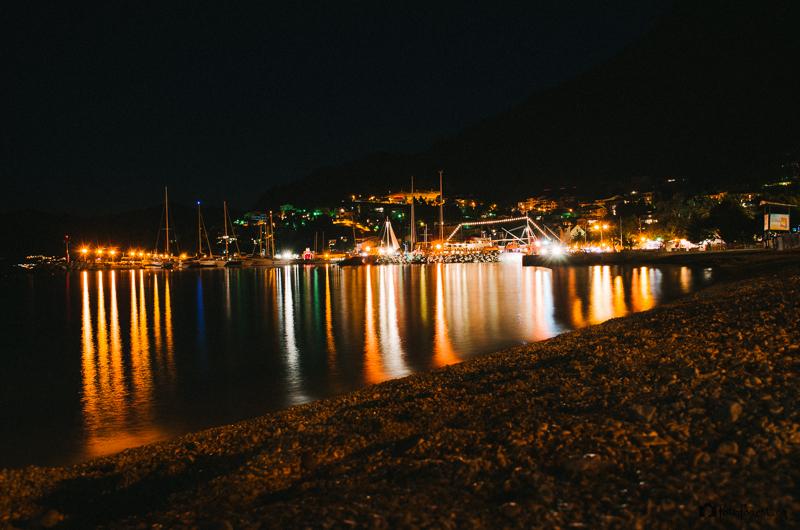Noční město Brela