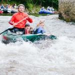 Sjíždění splavu na Vltavě