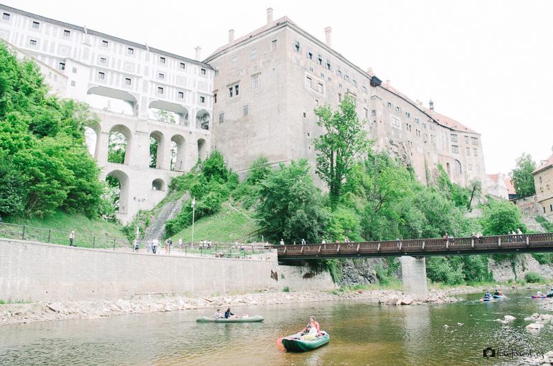 Pod hradem a zámkem Český Krumlov na Vltavě