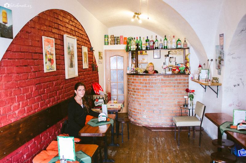 V malé kavárně v Telči