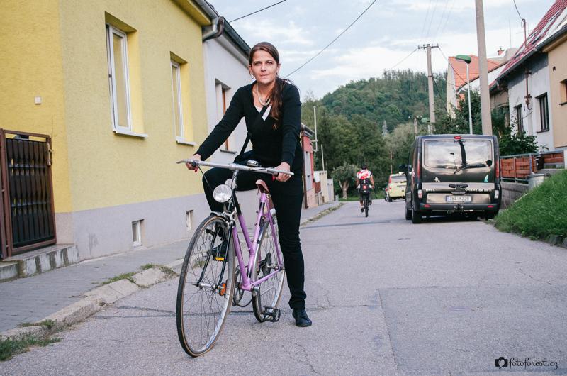 Klára poprvé na svém novém kole