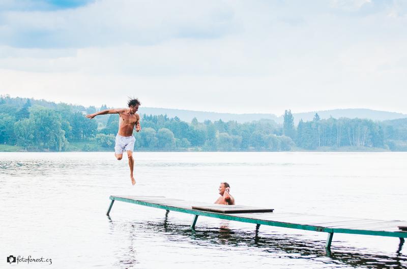 Skákání do vody z mola