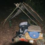 Přístřešek na spaní v lese