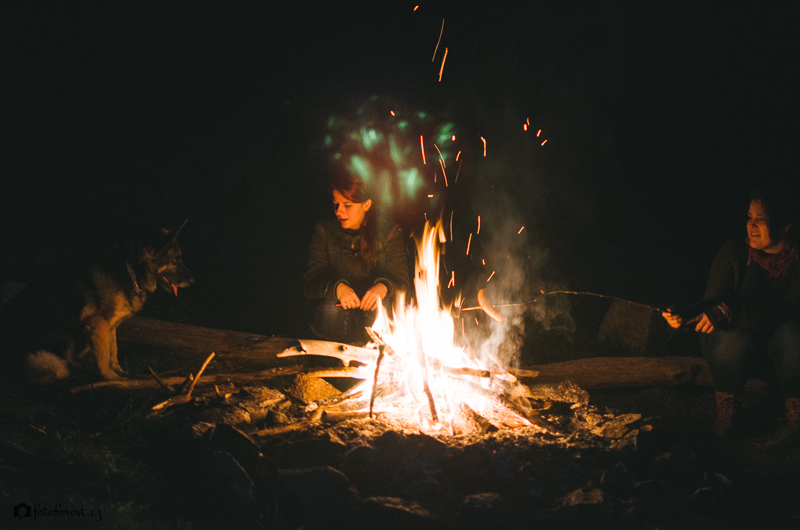 Holky u ohně