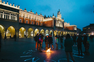 "Oheň na tržnici ""Sukiennice"" na krakovském Rynku Ognisko nadziei"