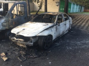 Auto po útoku žháře