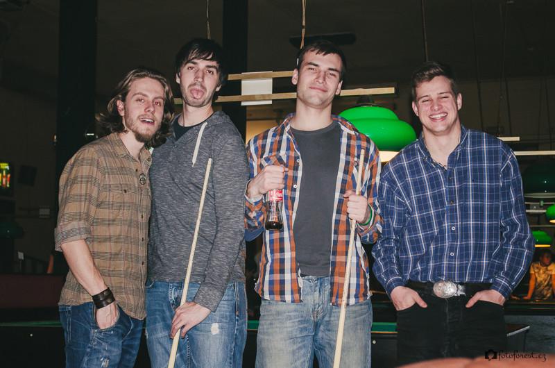 S přáteli na kulečníku v Briu