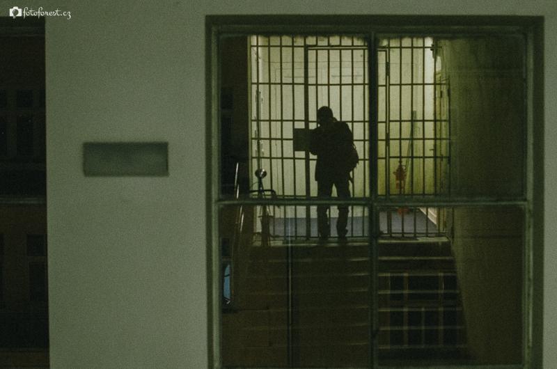 Uvězněn v budově Sokola