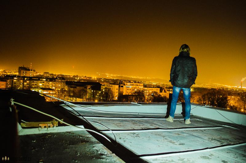 Pohled na noční Brno ze střechy Sokola