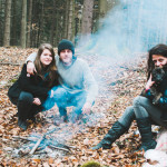 Posezení v lese u ohně