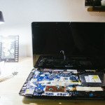Rozbitý notebook po pádu