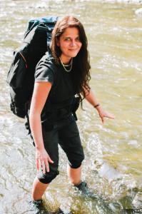 Klára brodí řeku Oslavu