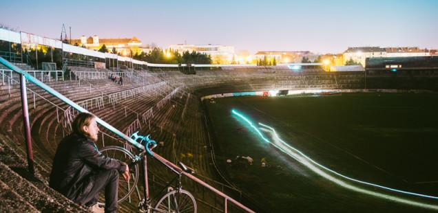 Autoportrét Foto Forest na stadionu v Lužánkách
