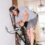 Opravuju kolo po nehodě