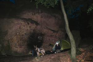 Spaní v Komínských skalách