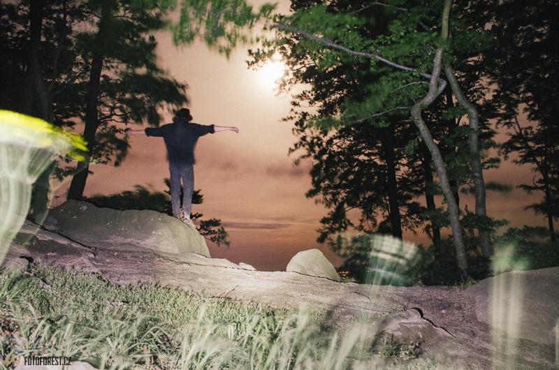 Noc na Komínských skalách v Chřibech