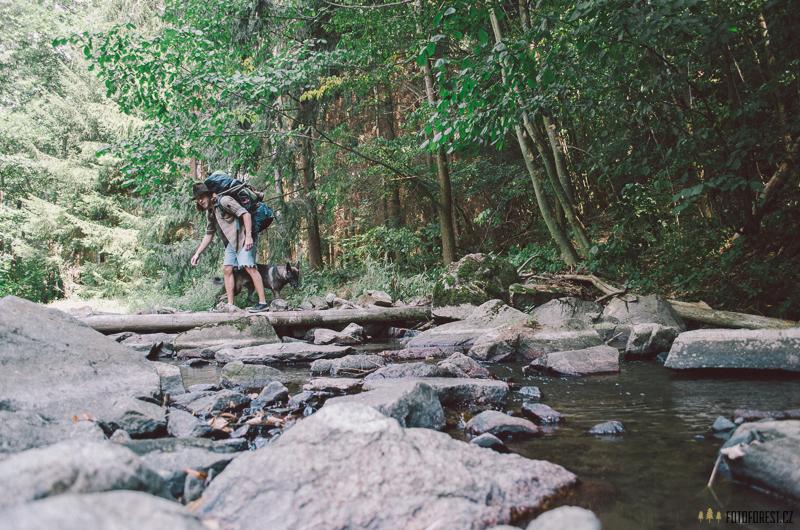 Jdeme přes řeku