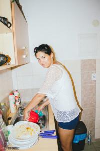 Marťa umývá nádobí