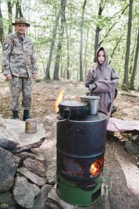 Vaření na kamnech v lese