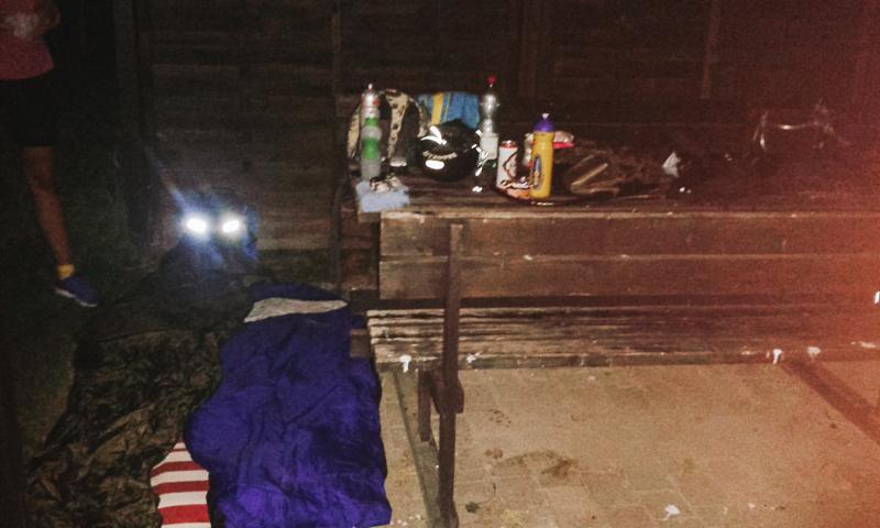 Spíme na dětském hřišti
