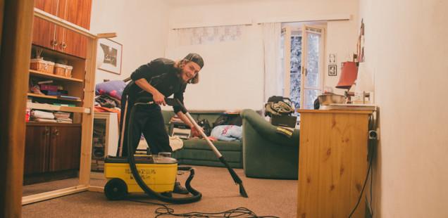 Vysávání vodním vysavačem na koberec