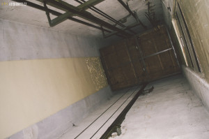 Výtahová šachta opuštěné nemocnice
