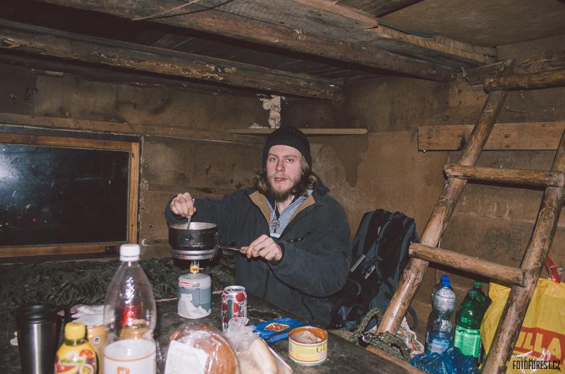 Ve srubu u studánky na Rokytné