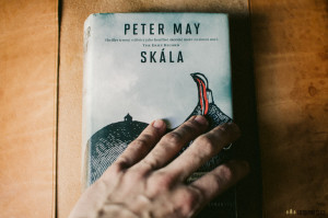 Skála, Peter May
