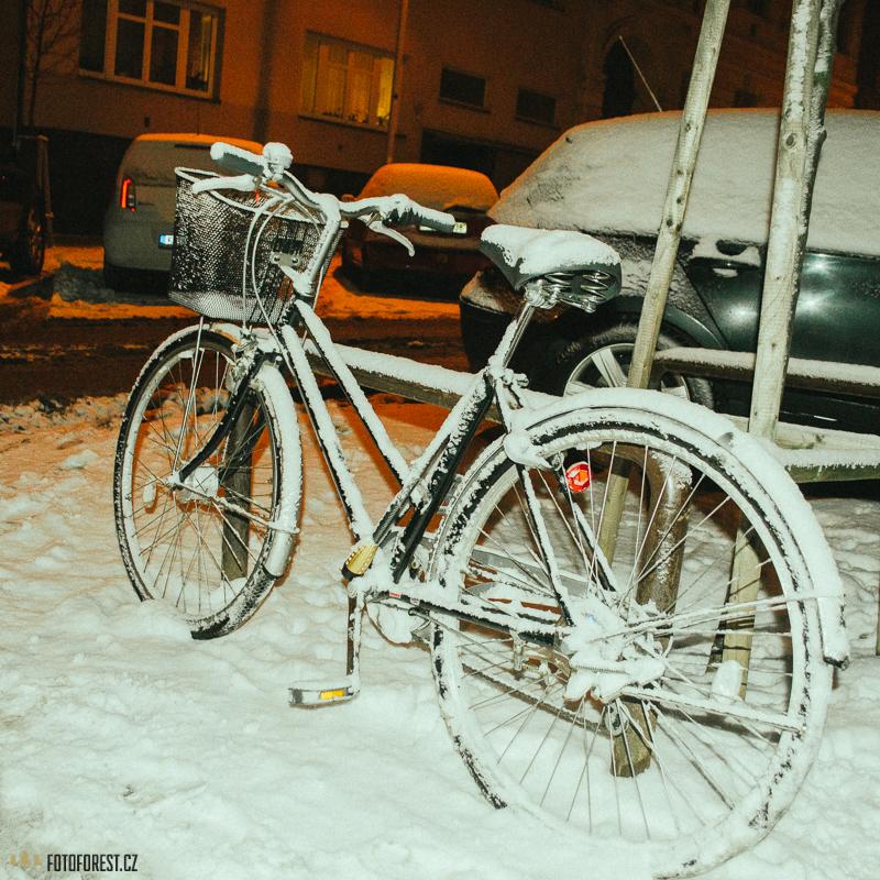 V zimně na kole ve sněhu