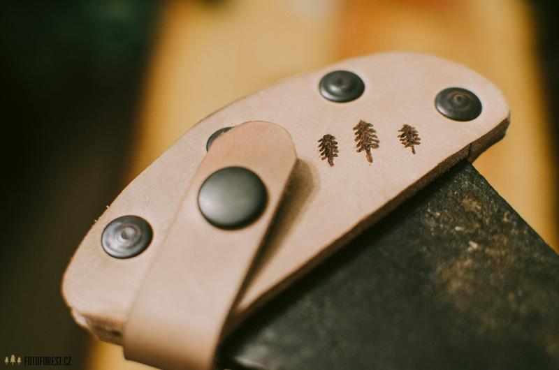 Kožené pouzdro na sekeru
