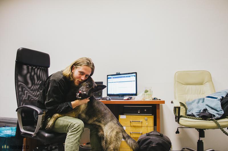 Se psem v kanceláři