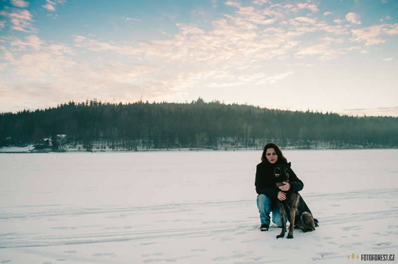 Na zamrzlém rybníku Olšovec v Jedovnicích