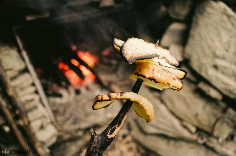 Jablko s cukrem na ohni