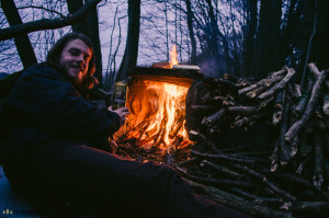 U ohně v lese