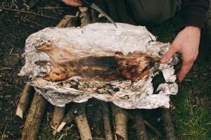 Pečený králík na ohni