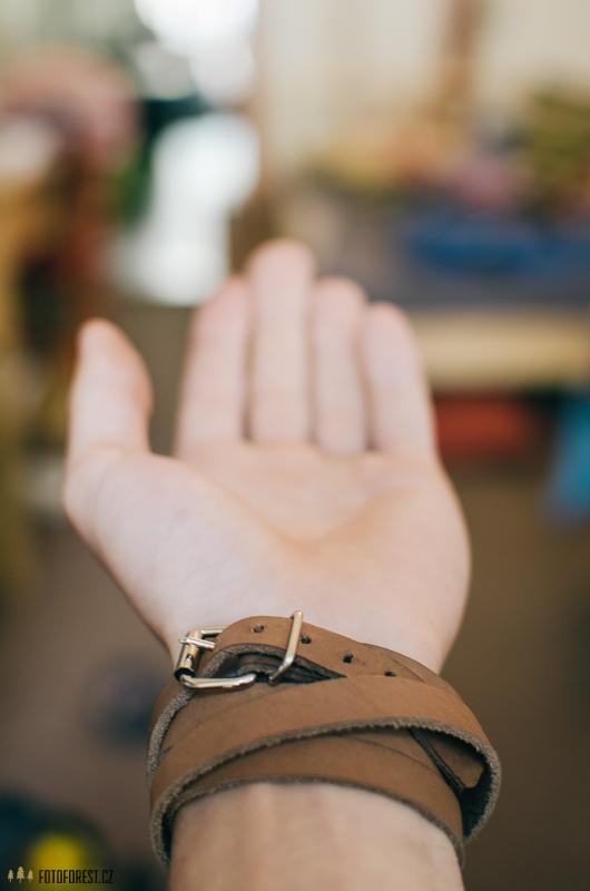 Kožený náramek na ruku