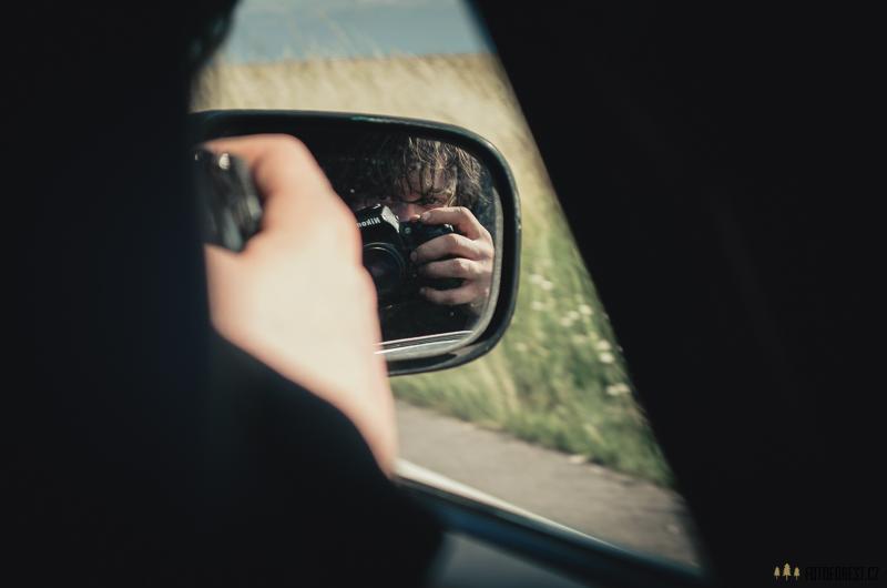 Dan v autě
